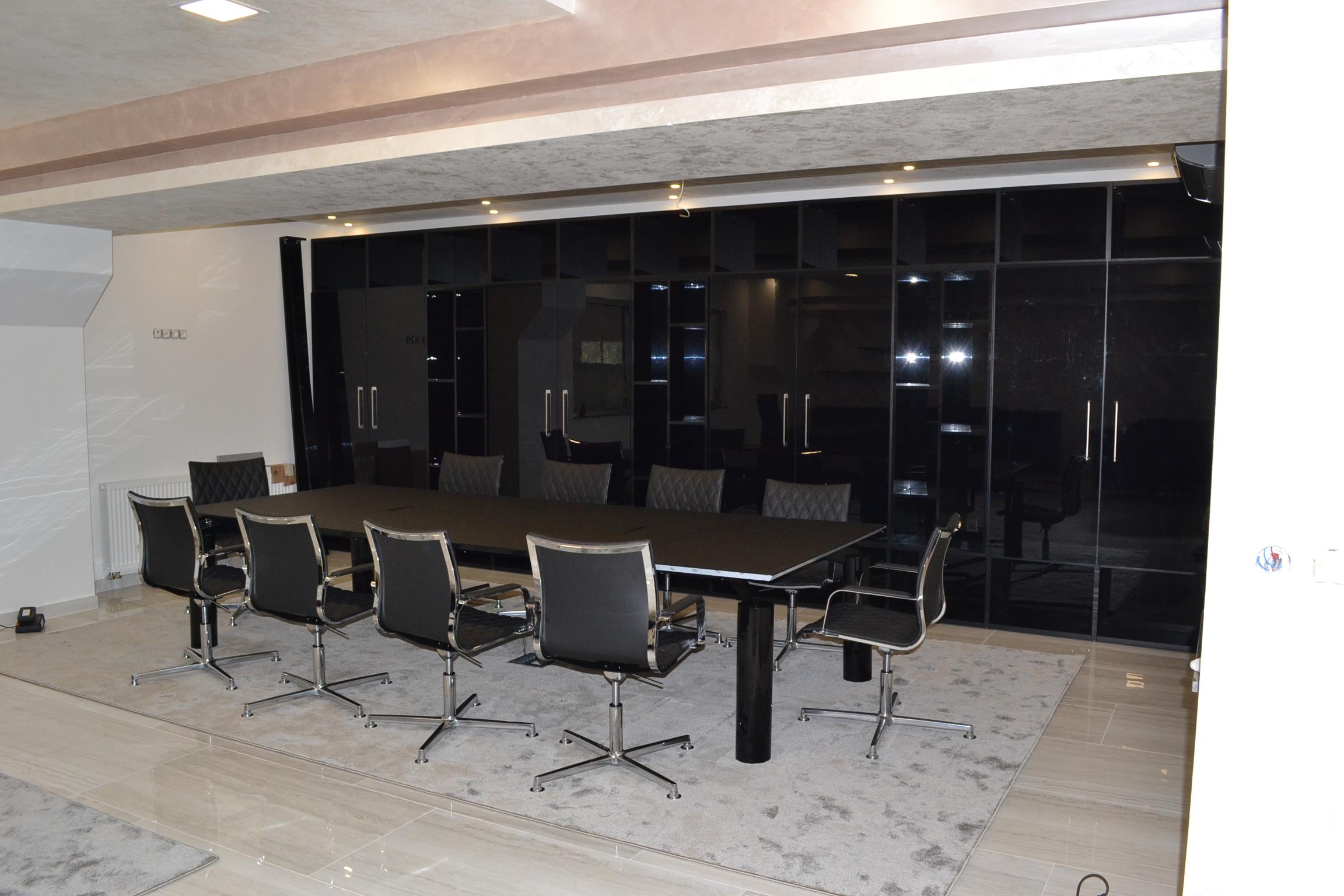 Arredi uffici di progettazione presidenza e aree comuni for Ufficio presidenza