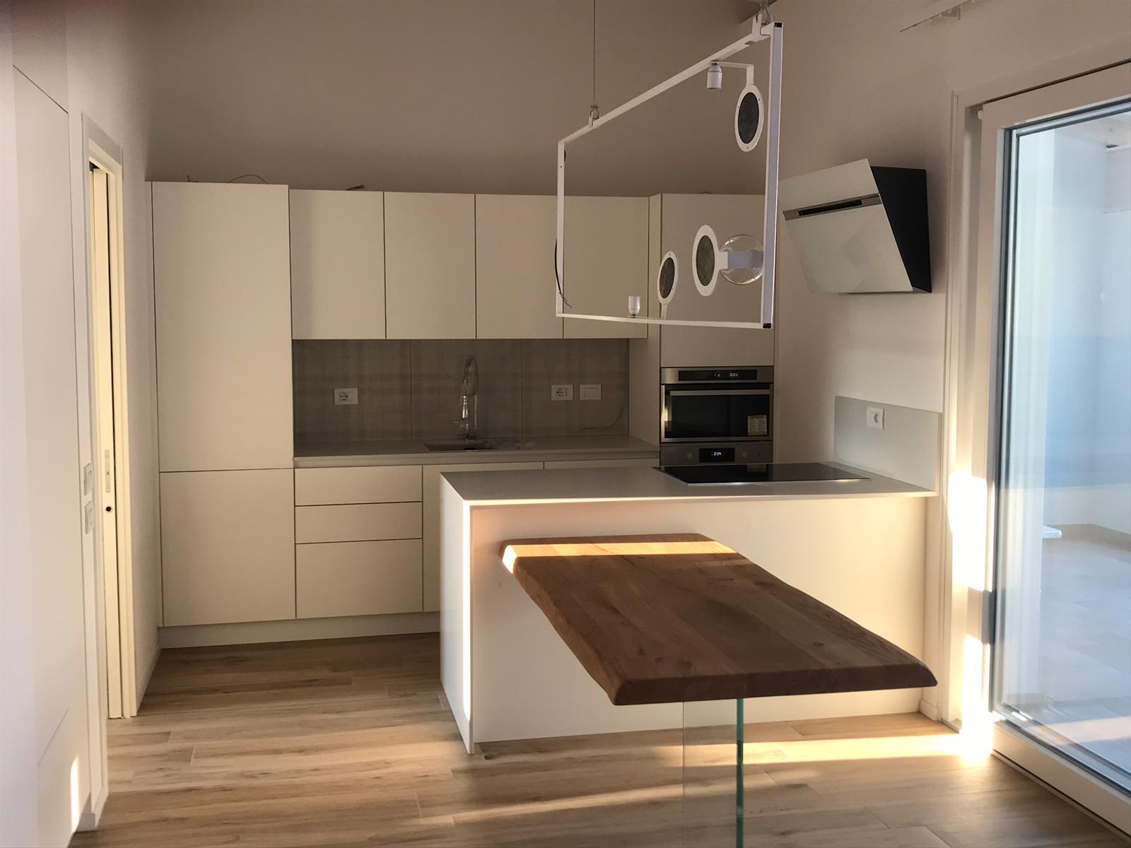 Cucina laccata bianco opaco
